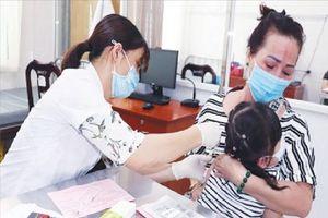 Y tế tuyến tỉnh củng cố năng lực, lập nhiều đội tiêm chủng lưu động