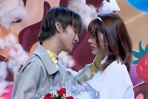 Phạm Đình Thái Ngân xin lỗi vì hôn khách mời ở game show