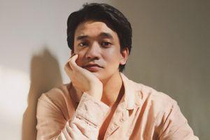 Nam chính biết nói 4 thứ tiếng trong phim mới của Victor Vũ