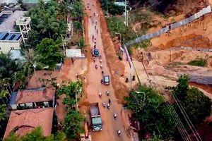 Cát đỏ từ dự án Gold Sand Hill Villa tràn vào nhà dân ở Mũi Né