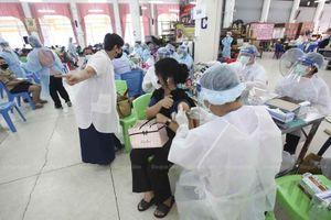 Bảy người Thái gặp biến chứng khi tiêm vaccine của Trung Quốc