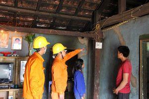 Sửa chữa điện miễn phí cho các hộ nghèo vùng biên giới