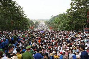 Du khách đổ về Đền Hùng - Phú Thọ gấp 5 lần dự báo