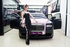 Ngọc Trinh 'show hàng' khoe Rolls-Royce Ghost cũ hơn 8 tỷ đồng