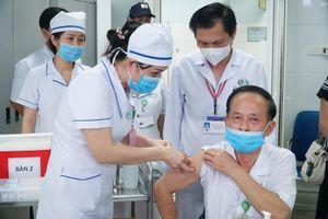 Nghệ An: Tiêm vaccine phòng Covid-19 cho y bác sĩ, cán bộ tuyến đầu chống dịch