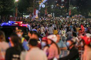 Hàng vạn người dân xem pháo hoa ngày Giỗ Tổ Hùng Vương