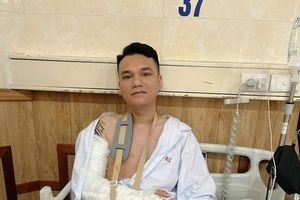 Tình hình sức khỏe ca sĩ Khắc Việt sau ca phẫu thuật vì gãy tay