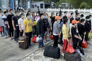 Tiếp nhận 34 công dân Việt Nam do lực lượng chức năng Trung Quốc trao trả