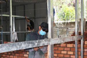 Hà Tiên khẩn trương xây bệnh viện dã chiến ứng phó với tình huống xấu của dịch COVID-19