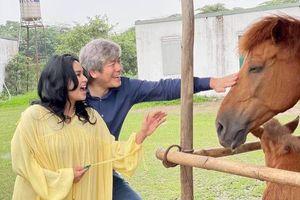 Diva Thanh Lam cùng bạn trai đi cưỡi ngựa