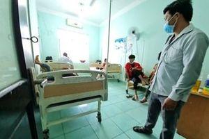 Hơn 100 người phải nhập viện cấp cứu sau khi ăn tiệc cưới