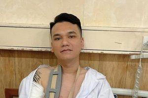 Khắc Việt chia sẻ về tình trạng cánh tay của mình sau khi mổ