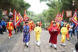 TP HCM: Hàng ngàn người dân dâng hương ngày giỗ Tổ Hùng Vương