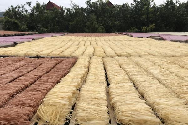 Nông sản Việt: Bài 3: Mỳ chũ Thuận Hương- không chỉ là món quà quê lên phố