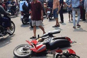 Bị giật điện thoại, cô gái đuổi theo tông ngã xe nhóm cướp trên đường Sài Gòn