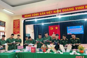 Hơn 1.000 đầu sách, báo, ấn phẩm được trưng bày tại Tiểu đoàn 40, Bộ CHQS tỉnh Thanh Hóa