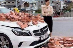 Hành động đẹp của nữ tài xế Mercedes sau va chạm với xe ba gác chở gạch