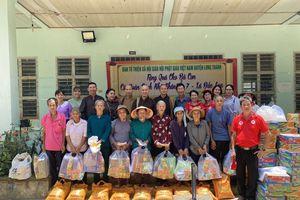 Ban Từ thiện xã hội GHPGVN huyện Long Thành tặng quà đến đồng bào dân tộc