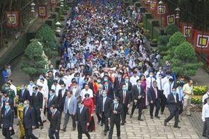 Hàng ngàn người đến lễ giỗ Tổ Hùng Vương