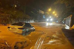 Sau cơn mưa, đường ở TP.Phan Thiết ngập đất cát