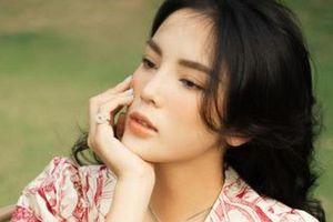 Hoa hậu Kỳ Duyên bất ngờ gây sốt bằng hình ảnh kín như bưng