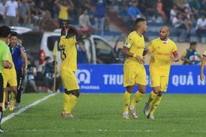 CLB Nam Định nhận án phạt do hành vi trì hoãn trận đấu