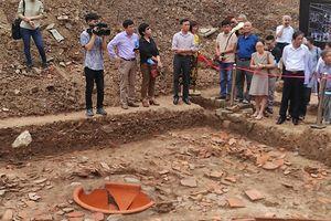 Phát hiện 2 mộ táng gạch thời kỳ tiền Thăng Long