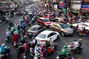 Những con đường kẹt xe quanh sân bay Tân Sơn Nhất đang chờ 'giải cứu'