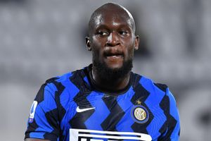 Inter lại mất điểm trong cuộc đua vô địch Serie A