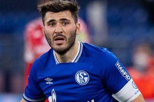 Cầu thủ Schalke bị CĐV đuổi đánh sau khi xuống hạng