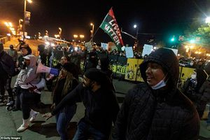 Biểu tình ở Mỹ vụ cảnh sát bắn chết cô gái da màu