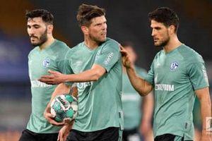 Cầu thủ Schalke 04 bị CĐV đuổi đánh, ném trứng thối sau khi xuống hạng