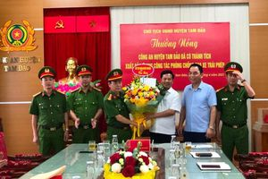 Công an huyện Tam Đảo nhận 'thưởng nóng' thành tích ngăn chặn kịp thời nhiều vụ tụ tập đua xe trái phép
