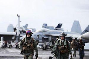 Tìm hiểu bộ đồ bay 'trang bị tận răng' của phi công hải quân Mỹ