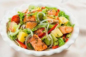 Salad cá hồi sốt dầu giấm đánh tan cái oi ả của nắng hè