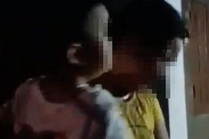 Phẫn nộ sự việc người phụ nữ đổ chất bẩn vào mẹ và bé trai 2 tuổi để đòi nợ