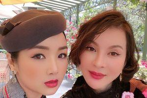 Hoa hậu Đền Hùng Giáng My bị chê xài app quá đà khi khoe ảnh chụp với MC Thanh Mai
