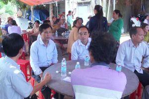 Lãnh đạo UBND huyện Vạn Ninh thăm gia đình nạn nhân bị sét đánh tử vong