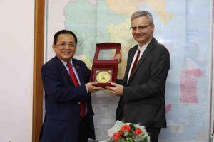 Lãnh đạo tỉnh Khánh Hòa tiếp xã giao Đại sứ Pháp tại Việt Nam