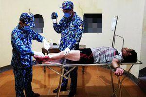 Đảo Đá Lớn cấp cứu ngư dân bị tai nạn lao động