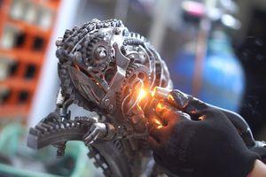 Chàng trai biến phụ tùng ô tô, xe máy thành mô hình động vật