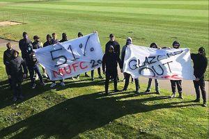 CĐV Man Utd biểu tình phản đối Super League, đòi đuổi nhà Glazer