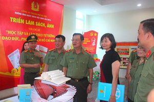Công an thành phố Hà Nội hưởng ứng Ngày sách Việt Nam
