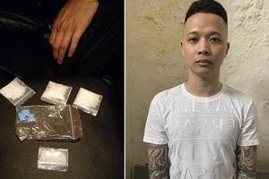 Lộ ma túy trong ví của nam thanh niên xăm kín hai tay