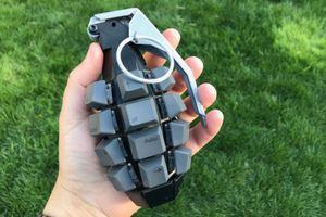 Bên trong chiếc bàn phím kỳ dị hình lựu đạn