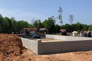 Bình Định: Bí thư thị xã nói gì về vụ bán đất lâm nghiệp để xây mộ trái phép cho thân nhân 'đại gia'?