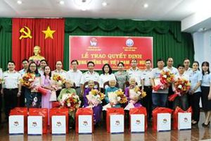 Tổng công ty Tân Cảng Sài Gòn nhận phụng dưỡng 8 Mẹ Việt Nam Anh hùng tại Tây Ninh