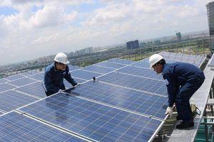 Lắp điện mái nhà mặt trời, trời mưa liệu có sử dụng được?