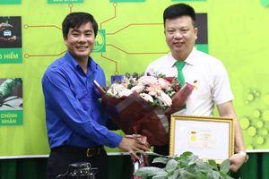 Thanh Hóa: Tặng Huy hiệu Tuổi trẻ dũng cảm cho tài xế taxi cứu cô gái nhảy cầu