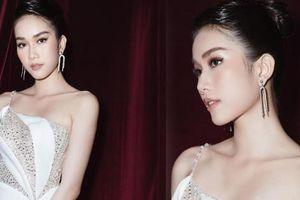 Á hậu Phương Anh diện váy xuyên thấu, gợi cảm khó cưỡng